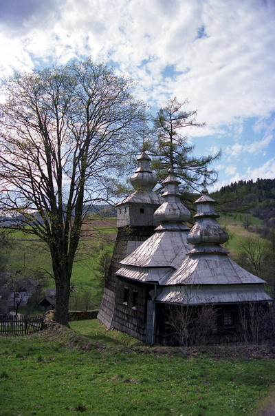 Dubne. Cerkiew grecko katolicka p.w. św. Michała Archanioła z XIX w., obecnie kościół rzymsko katolicki.