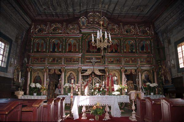 Andrzejówka. Cerkiew p.w. Zaśnięcia Bogarodzicy, grecko katolicka, obecnie kościół rzymsko katolicki. Łemkowszczyzna. Wnętrza - ikonostas.