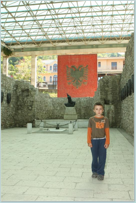Lezhe - mauzoleum Skanderberga.